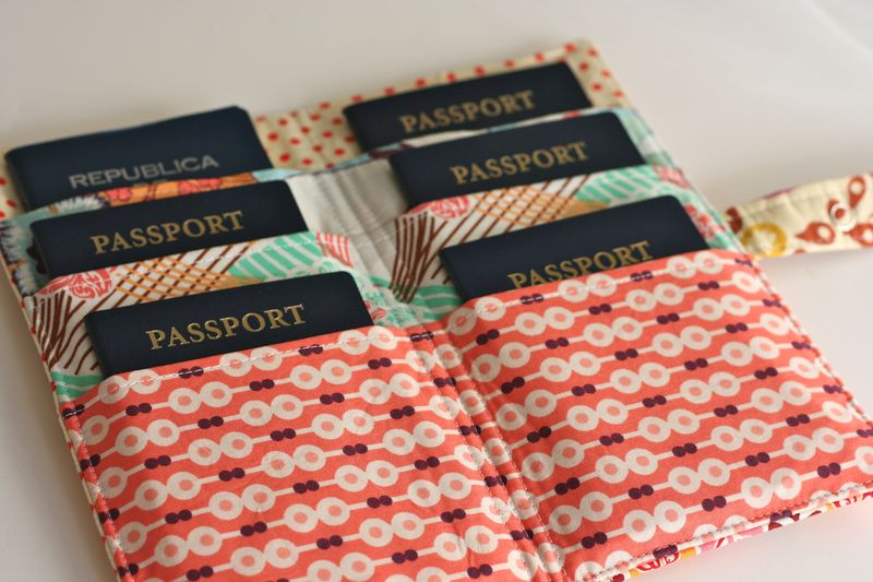 Travel craft alert family passport wallet a crafty for Family travel document organizer